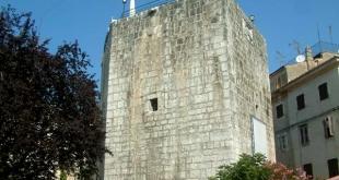 Fünfeckiger Turm